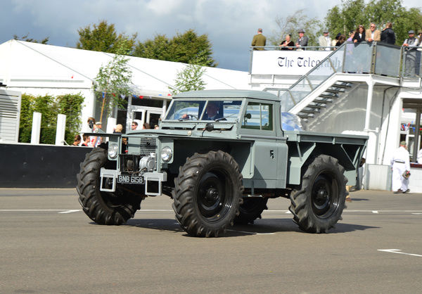 Series IIA, Forest Rover, BNB 615 B, Land Rover Parade, Goodwood Revival 2015, 4x4, Defender, Dunsfold collection, four by four, Goodwood, Goodwood Revival, Goodwood Revival 2015, Green Pea, Land Rover, Land Rover Parade, off road, revival