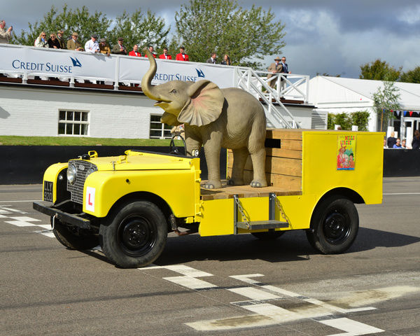 Elephant drives Land Rover, Goodwood Revival 2015, 2015, classic cars, Defender, Elephant, Goodwood, Goodwood Revival, Goodwood Revival 2015, historic cars, Historic Racing, Land Rover, Lord March, nostalgia, revival, West Sussex