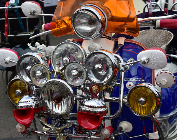 Lambretta lights, Festival Italia, Brands Hatch, Kent, August 14th, 2016, circuit racing, competition, Ferrari, Festival Italia, FIAT, Italian, Kent, Lancia, motorcycles, motorsport, racing, scooters, vehicles, sport, cars