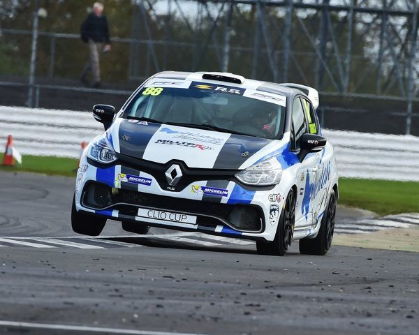 On two wheels, kerb jumping, Lucas Orrock, Renault Clio Sport 220 Trophy, Renault UK Clio Cup, BTCC Silverstone, Sunday, 17th September, 2017, Autosport, British Touring Car Championship, England, motor sport, Northamptonshire, racing circuit racing