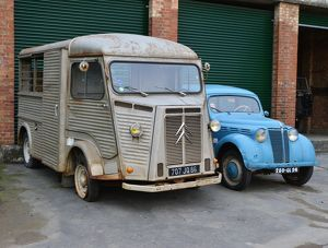 CJ6 4007 Citroen H van and friend