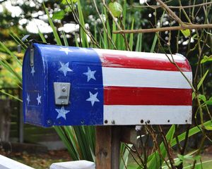 CJ7 0685 Stars and stripes, painted mail box