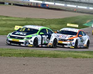 motorsport archive galleries/motorsport 2017 btcc rockingham august 2017/cm21 0078 jake hill volkswagen cc burns volkswagen