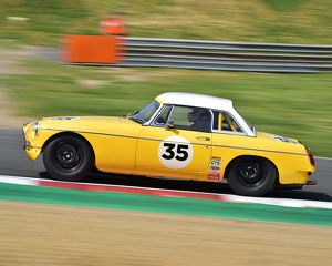 motorsport 2019/masters historic festival brands hatch 2019/cm28 0559 tim greenhill mgb