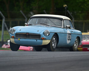 motorsport 2019/masters historic festival brands hatch 2019/cm28 1808 colin kingsnorth mgb
