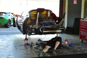 CM4 2902 Mechanic at work, Robert Fenn, Lotus Msport Elise